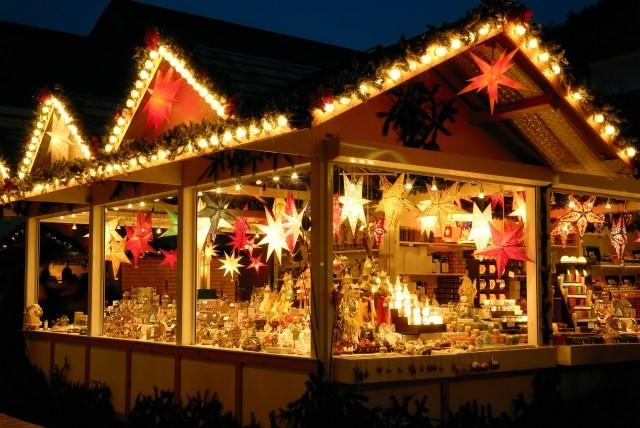 illuminated-christmas-fair-kiosk-with-loads-of-shining-decoration-merchandise-no-logos-image-id-157503014-1425046614-ip6z-1442738847-c9q9-medium